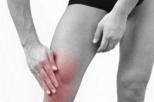 колено боли
