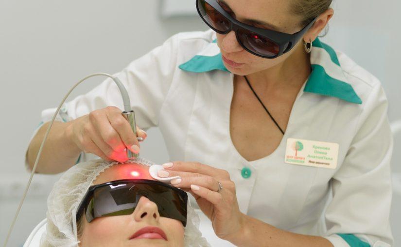 Чому потрібно «дружити» з дерматологом?